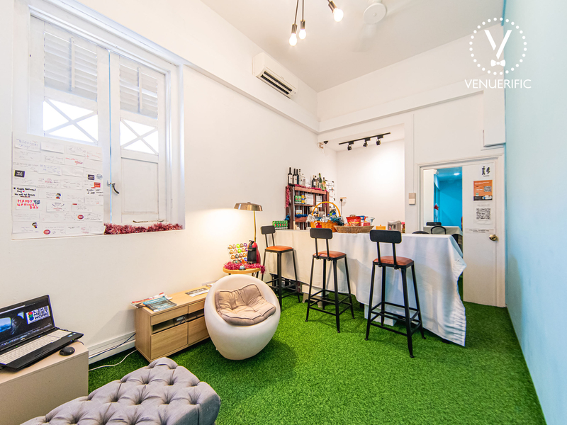 room with green carpet and high chairs
