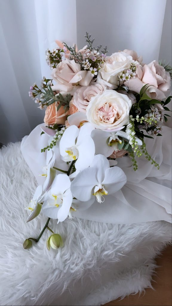 bouquet of roses and orchirds