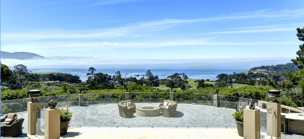 Tired of the cold and would love a few sunny days? Why not getting married in Pebble Beach, CA with this amazing view: