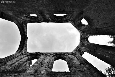 Zřícenina hradu a kláštěra Ojvín (Oybin)