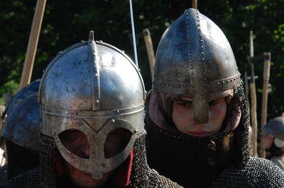 Rohaté helmy vikingové