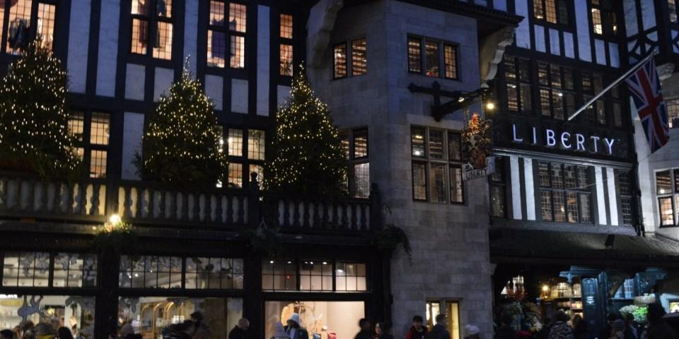 Рождественская традиция: Christmas Lights Switch On, Twelfth Night