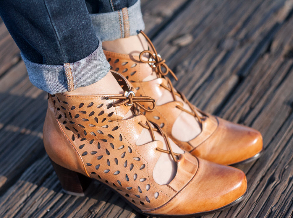 VICENZO LEATHER PERFORATED ANKLE BOOTS BOOTIES