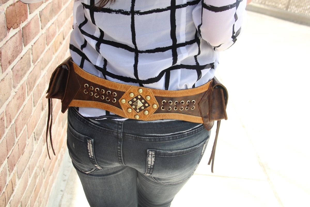 Featuring the Oakley Western Waist Bag – A Must Have Funky Western Outfit