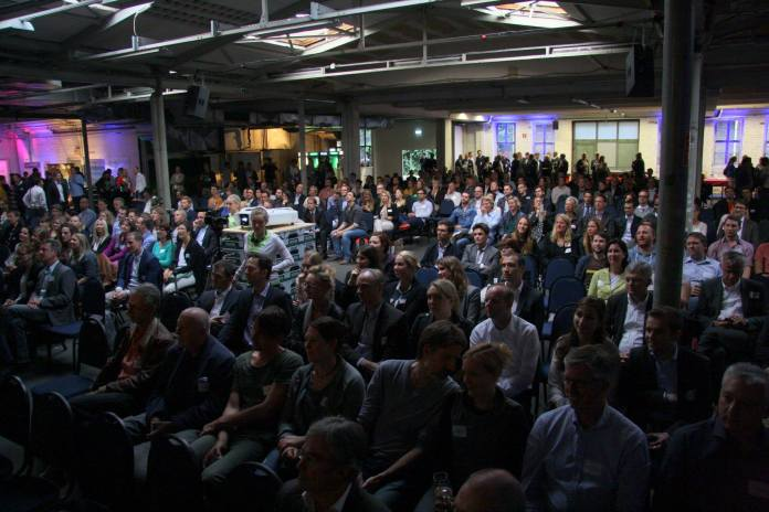 Standing room only! Almost 900 registered participants - Image CC by NERDHUB