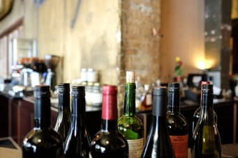 restaurant-bar-wine-red-wine-87224