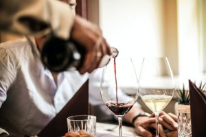3 Ways a Sommelier Can Contribute to Great Dining Experiences