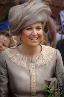 Queen Maxima totally surrounded in hat.