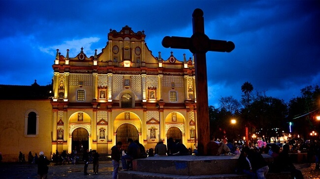 Catedral iluminada San Cristobal