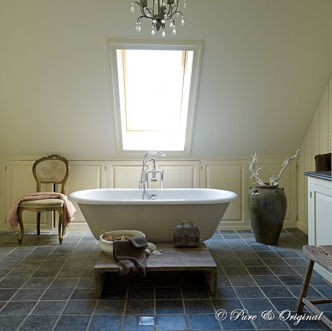 Bathroom in neutral green - via Pure Original
