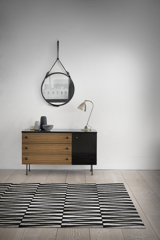 A cute little sideboard, great for a small city apartment. The mirror is a re-discovered design of Jaques Adnet, the rug by Woven Ground, the desklamp is a Bestlite BL2 - via Dear Designer