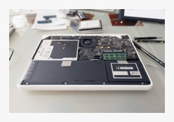 MacBook door Bruno Bollaert