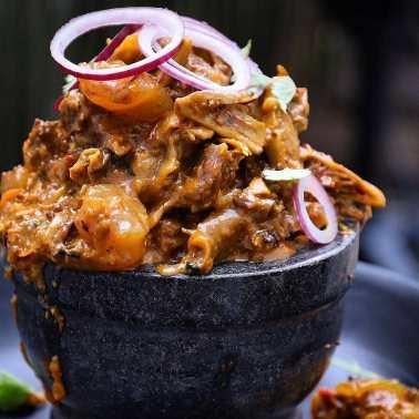 isi ewu street food