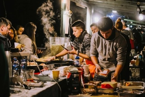 Nightlife in downtown Saint Petersburg - Russia's gastronomic capital