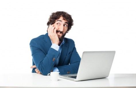 hombre desconfía sobre efectividad portal inmobiliario