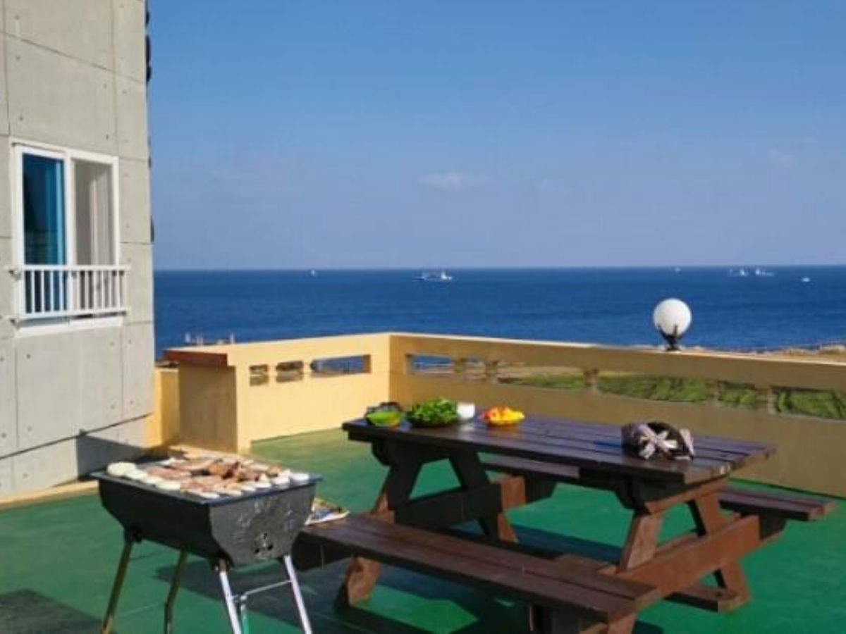 jeju-airbnb-with-ocean-view-seonsan-morning-sunset-waug