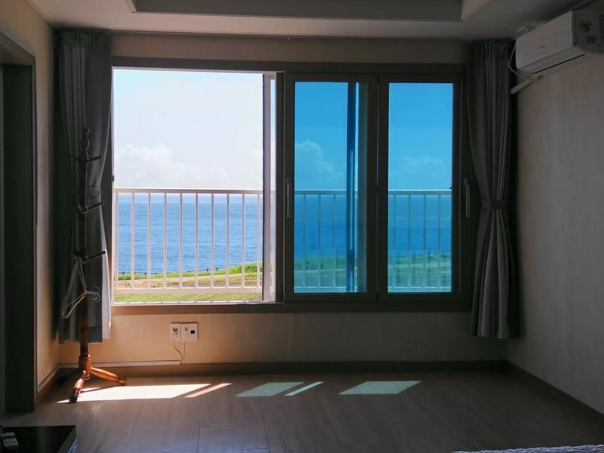 jeju-airbnb-with-ocean-view-seonsan-morning-sunset