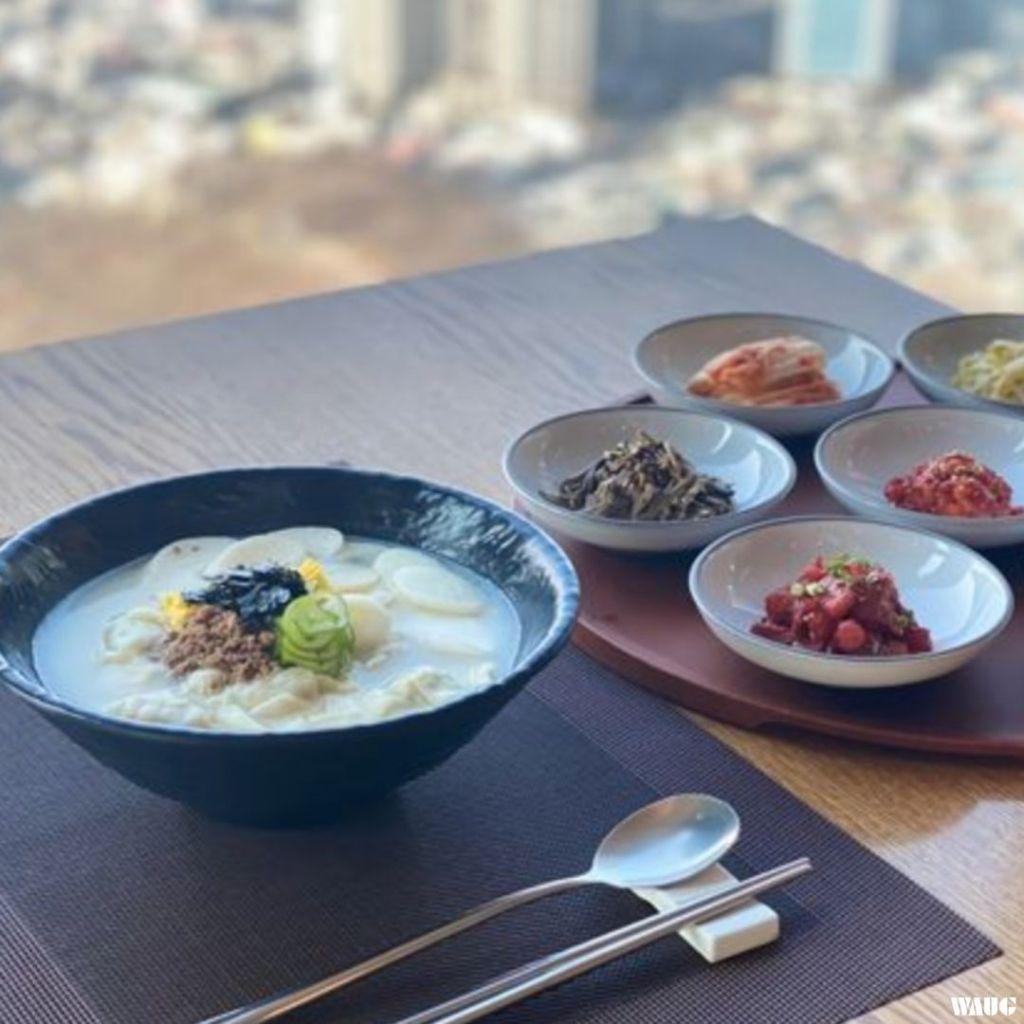 hancook-n-seoul-tower-tteok-mandu-guk