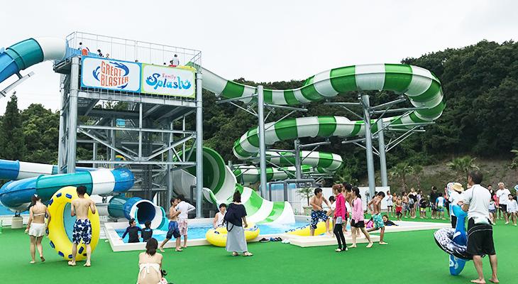 【ネスタリゾート神戸】のプール。日本初登場のスライダーは大人も大満足!子どもは怖いみたい。
