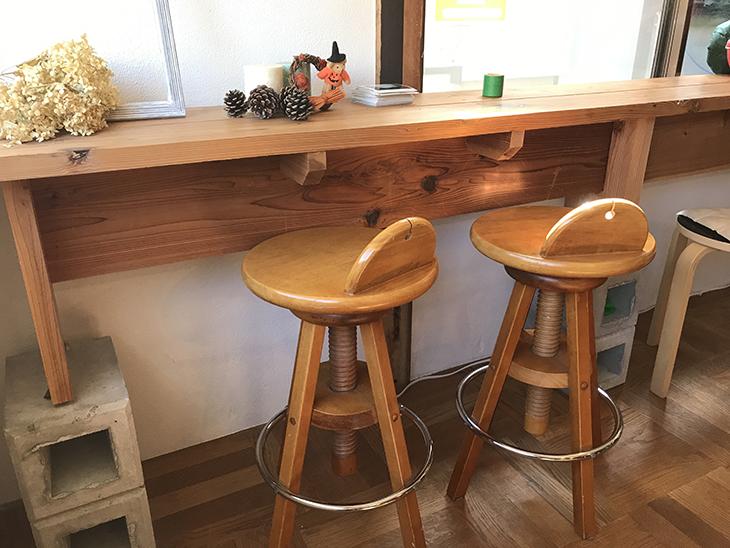 テーブルと椅子がおもしろい