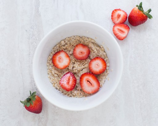 regular oats with strawberries for weight loss