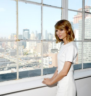 House Tour: Taylor Swift's NYC Penthouse!