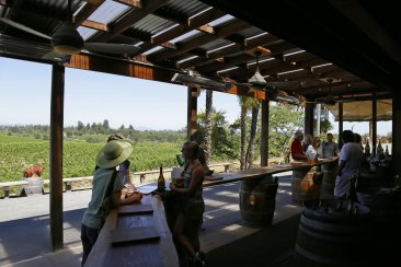 Sip, sparkle, pop! 5 spots to imbibe on Sonoma bubbly tour
