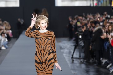 Fonda, Mirren make star turns as fashion models for L'Oreal