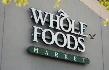 Amazon gives Prime members taste of discounts at Whole Foods