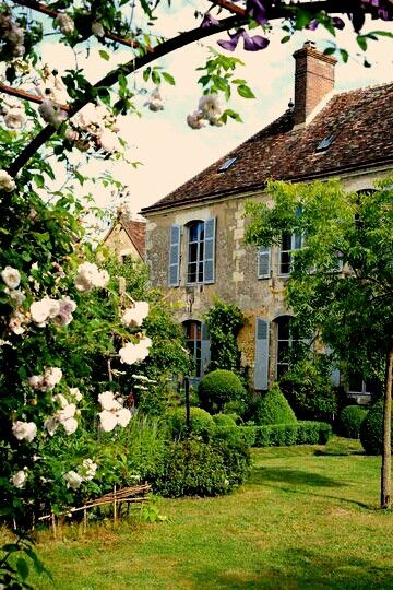 French-Country-Garden-Indeed-Decor