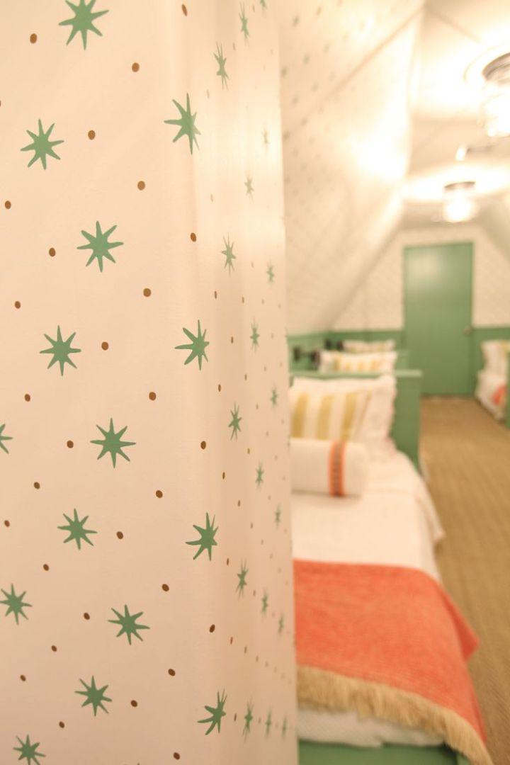 sister-parish-serendipity-kids-room-ceiling-wallpaper-2