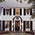 Christmas Wreaths on Windows: Outdoors and Indoors!