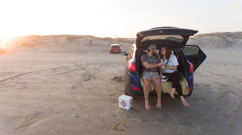 Pic-nic dans un coffre de voiture
