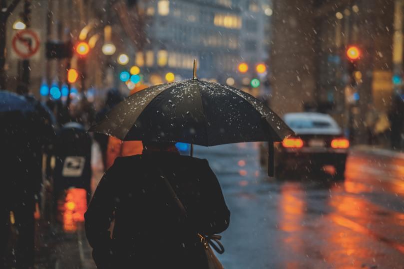 voiture sous la pluie