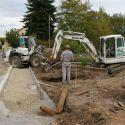 Die Baugrube für den nächsten Schrankenbock wird ausgehoben.