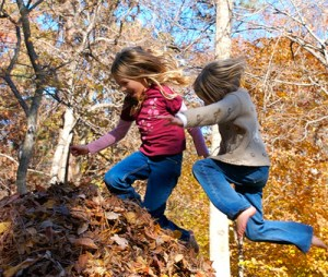 kids-jumping-in-leaves-2