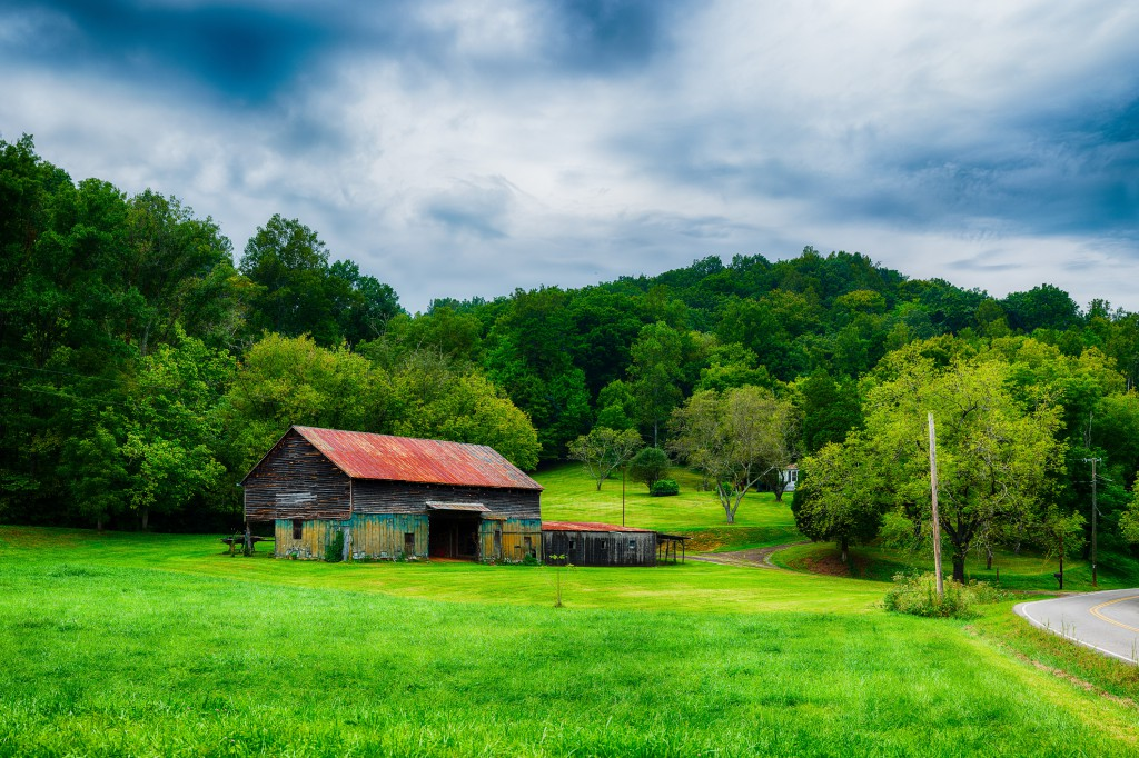 This 205 megapixel image is stiched from 170 component images. The barn sits on Martin Mill Pike in Knoxville.