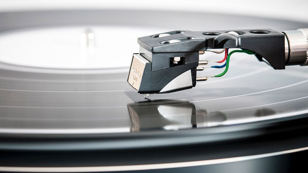 Is Vinil Back? Lossless Sound In Retro Perspective