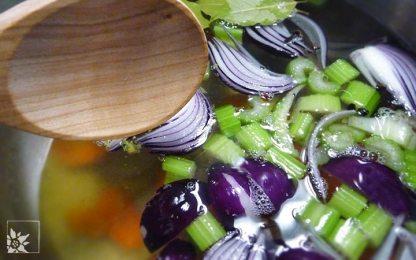 Suppengrün für Borschtsch abkochen