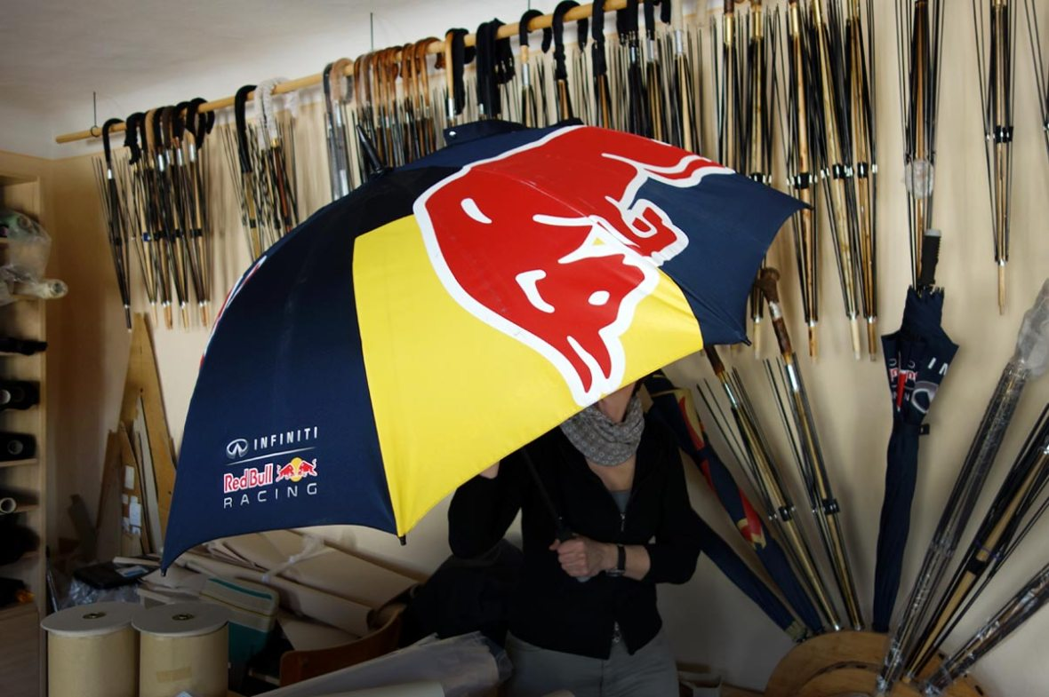 Schirme des Red Bull Racing Teams by Kirchtag