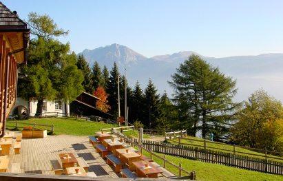 Vigilius Mountain Resort - Hotel im Herbst