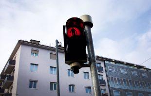 skateboarder-rot-innsbruck