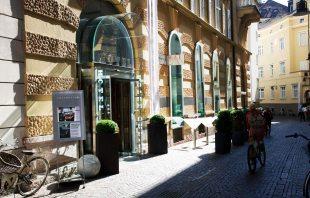 Eingang - Hotel Greif Bozen