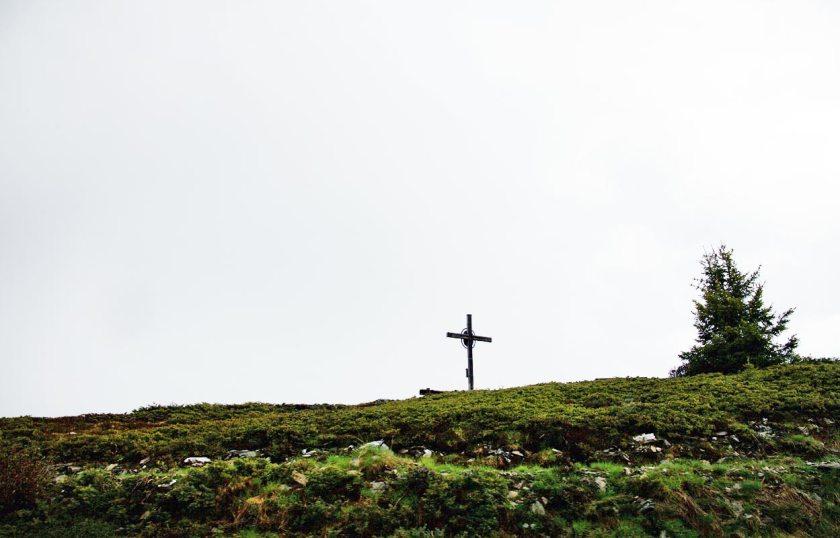 Kreuz am Wanderweg – Kronplatz