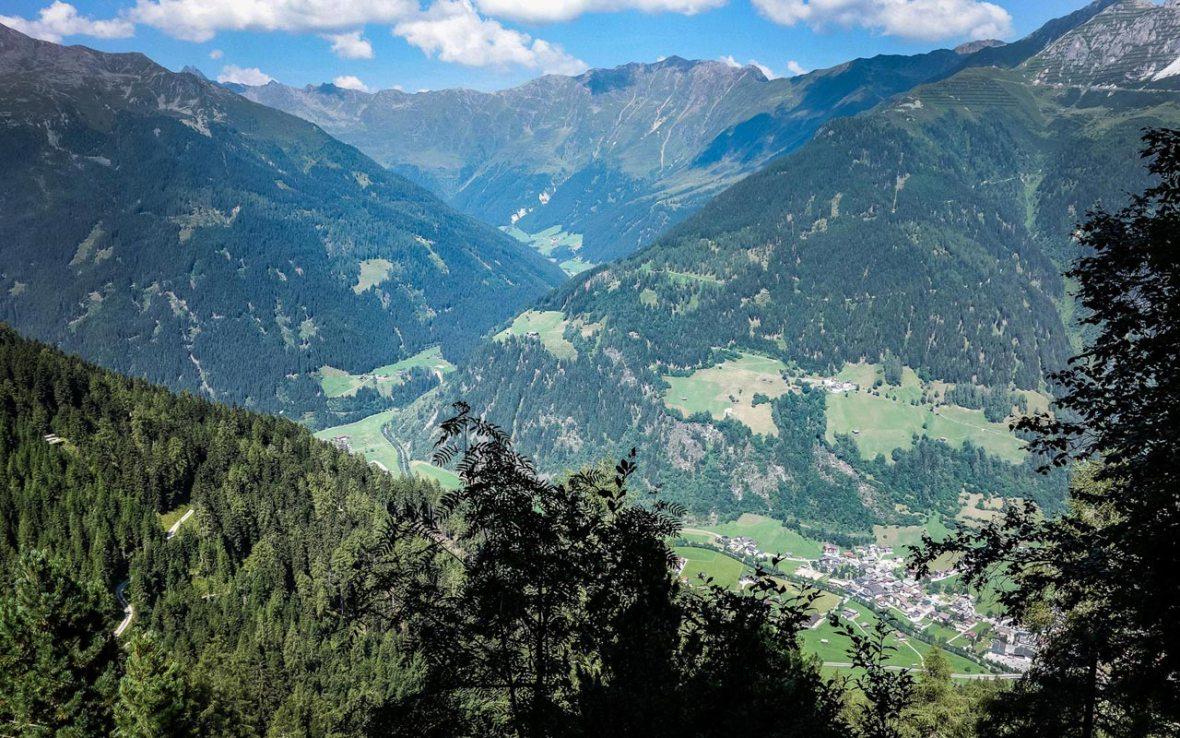 Elfer - Neustift - Blick ins Tal