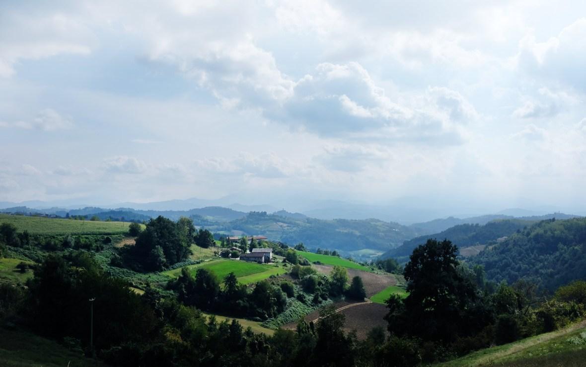 Die wunderschönen Hügel der Langhe im Piemont