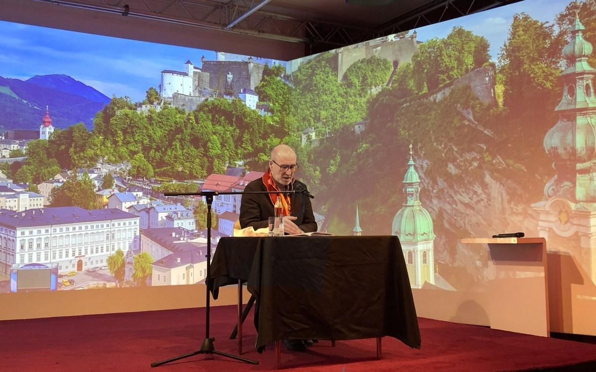 Peter Lohmeyer bei einer Lesung im Theater im Zimmer Hamburg
