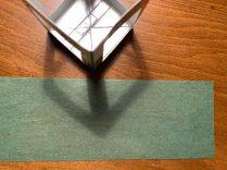 Der Streifen aus dem Transparentpapier macht eure Laterne bunt!