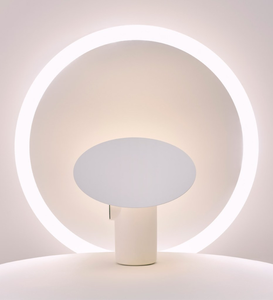 polar-desk-lamp-ross-gardam-lighting-milan-design-week_dezeen_936_14