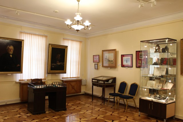 tolstovskiy_center